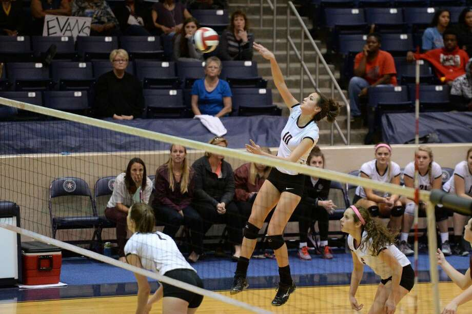 Cinco Ranch senior Nicole Lennon (10) looks to help lead the Lady Cougars back to the Region III-6A Tournament. Lennon is committed to attend and play volleyball for Rice. Photo: Craig Moseley