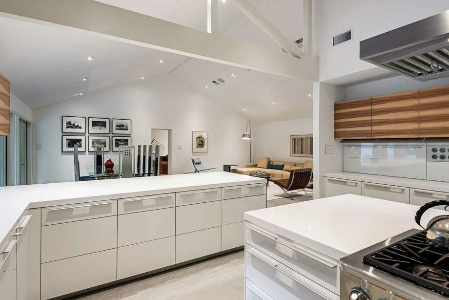 This kitchen was remodeled by designers Kristen Cliburn and Janice Freeman. Photo: Peter Molick Photography / © Peter Molick Photography