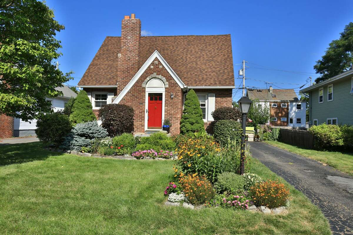 House of the Week: 10 Crannell Ave., Delmar | Realtor: Cathy Cooley of RealtyUSA | Discuss: Talk about this house