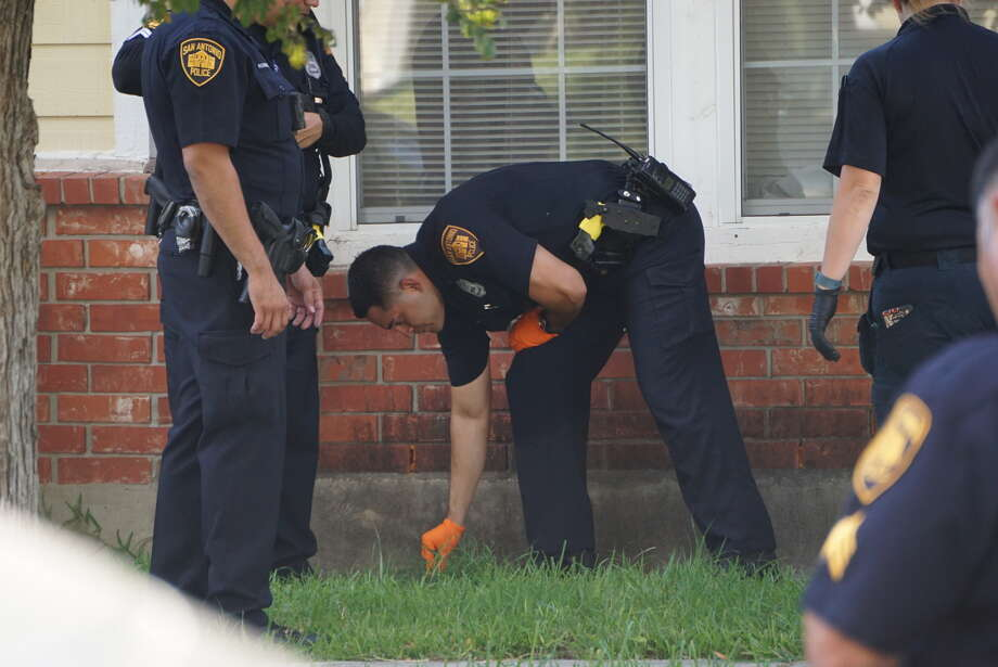 One man is dead and police are investigating at the1900 block of Desert Willow. Photo: By Jacob Beltran