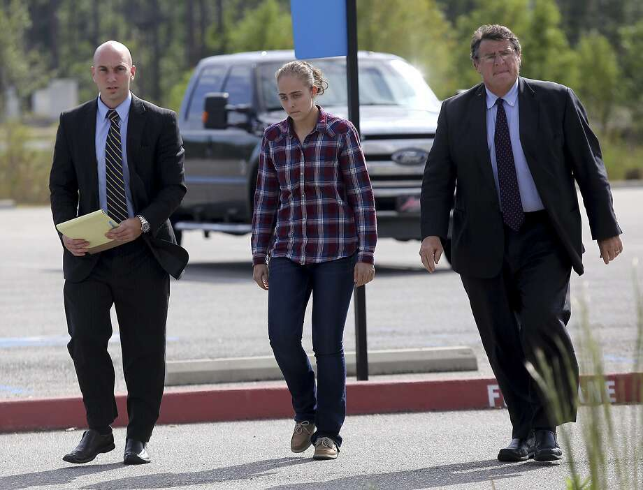 Former Long Beach Police Officer Cassie Barker walks into the Hancock County Public Safety Complex with lawyers George Blair, left, and Donald Rafferty on Thursday, Oct. 6, 2016 in Bay St. Louis, Miss. A warrant was issued for her arrest on a charge of manslaughter involved in the death of her daughter, Cheyenn Hyer, 3. (Amanda McCoy/The Sun Herald via AP) Photo: Amanda McCoy, Associated Press