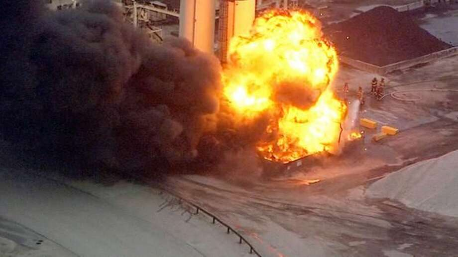 The fire blazing at American Materials, a Missouri City asphalt manufacturer, that backed up traffic for miles Thursday evening. Photo: ABC13 Eyewitness News