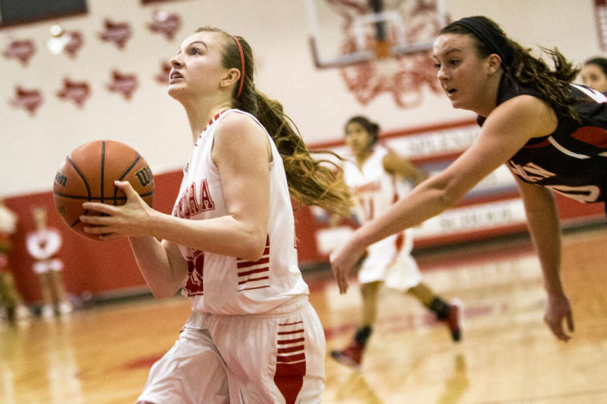Splendora's Brielle Coody drives to the basket during Splendora's victory over Huffman on Feb. 4, 2014, at Splendora High School. (Photo by ANDREW BUCKLEY/The Observer)