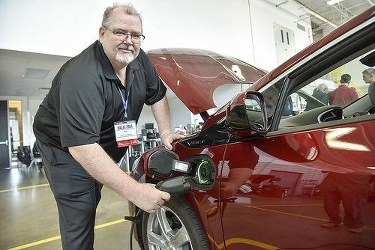 At the North American Council of Automotive Teachers, longtime automotive educator Alan Nagel talkedabout new developments in electric vehicle technology. Photo credit: Rob Vanya, San Jacinto Collegemarketing, public relations, and government affairs department.