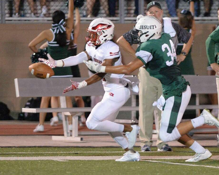 A pass thrown by St. Thomas quarterback Peyton Maatocha (10) falls just out of the reach of Parker Nelms (4) in the second quarter of a high school football game between St. Thomas and Strake Jesuit on September 2, 2016 at Crusader Stadium, Houston, TX. Daniel Cho (34) returned an interception for a key touchdown in the second quarter. Photo: Craig Moseley