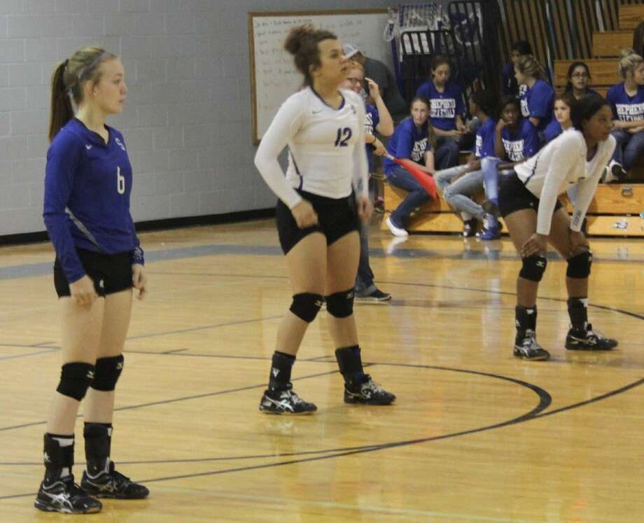 Hannah Howard (6), Kali Vidrine (12) and Candace Yates (3) move into position to play defense. Photo: Jacob McAdams