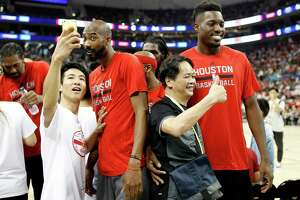 'Rockets, Pelicans thrill fans in Shanghai - Photo' from the web at 'http://ww3.hdnux.com/photos/53/27/36/11368362/3/landscape_32.jpg'