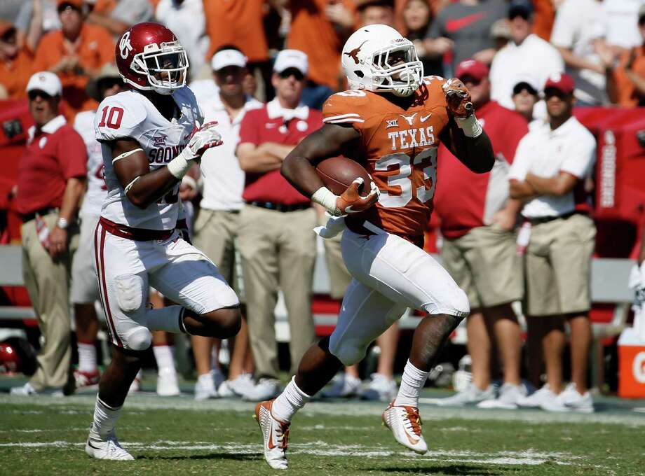 UT tailback D'Onta Foreman, right, burned OU's defense for 117 rushing yards last year, and he's eager to do it again. Photo: Tony Gutierrez, STF / AP