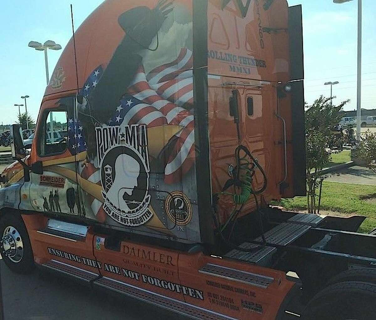 This truck pulls the wall around the country.