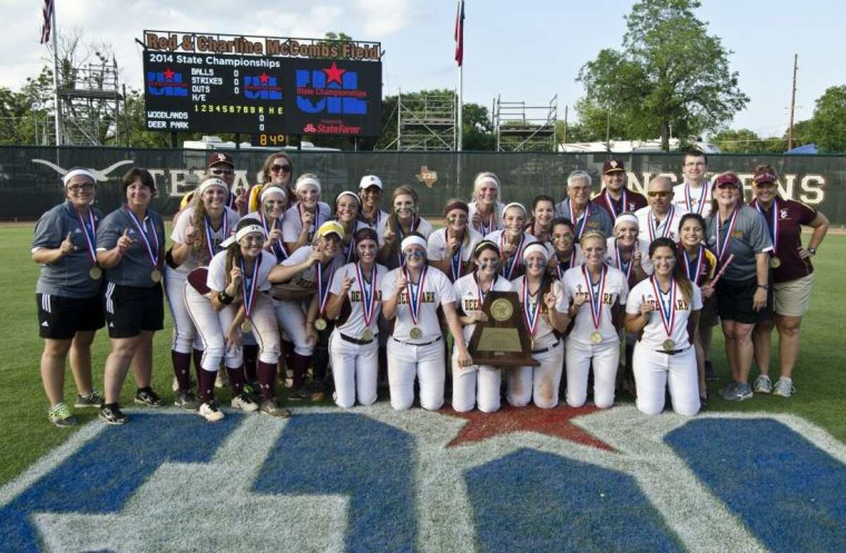 The 2014 5A State Champion Lady Deer Softball Team and staff.
