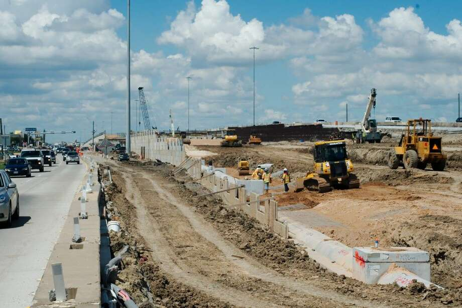 Southbound traffic speeds along the feeder as construction continues on portions of the Interstate 45. More segments of the highway expansion project are scheduled to start next year. Photo: Kirk Sides