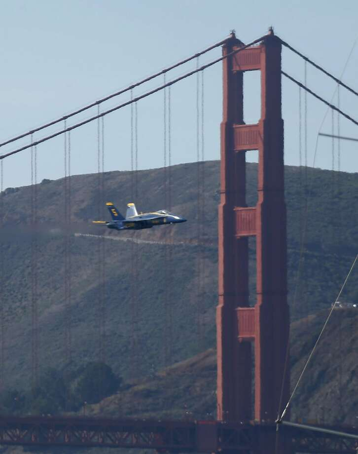 The Navy Blue Angels perform near the Golden Gate Bridge during the Fleet Week air show in San Francisco, Calif. on Friday, Oct. 7, 2016. Photo: Paul Chinn, The Chronicle