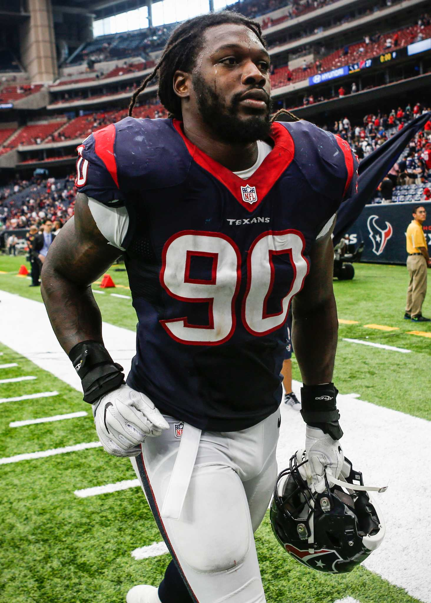 Texans Jadeveon Clowney adapts to switch from linebacker to