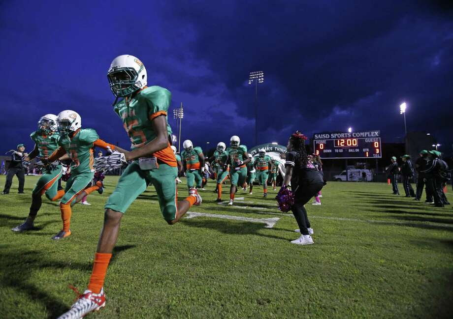 Sam Houston runs onto the field before the start of the District 28-5A game against Lanier on Oct. 7, 2016, at the SAISD Sports Complex. Photo: Ron Cortes /For The Express-News