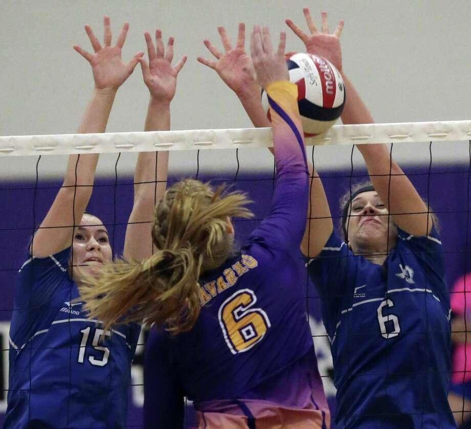 La Vernia players Alyssa Johnson (15) and Chloe Patton battle at the net trying to stop a shot by Hailey Weidenfeller as Navarro hosts La Vernia at Navarro High School gym on October 7, 2016. Photo: TOM REEL /SAN ANTONIO EXPRESS-NEWS / 2016 SAN ANTONIO EXPRESS-NEWS