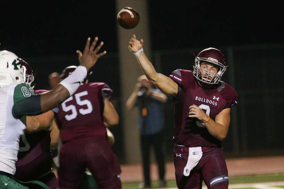 Magnolia's Jacob Frazier (9) throws a pass during against Huntsville on Friday in Magnolia. Photo: Michael Minasi, Staff / © 2016 Houston Chronicle