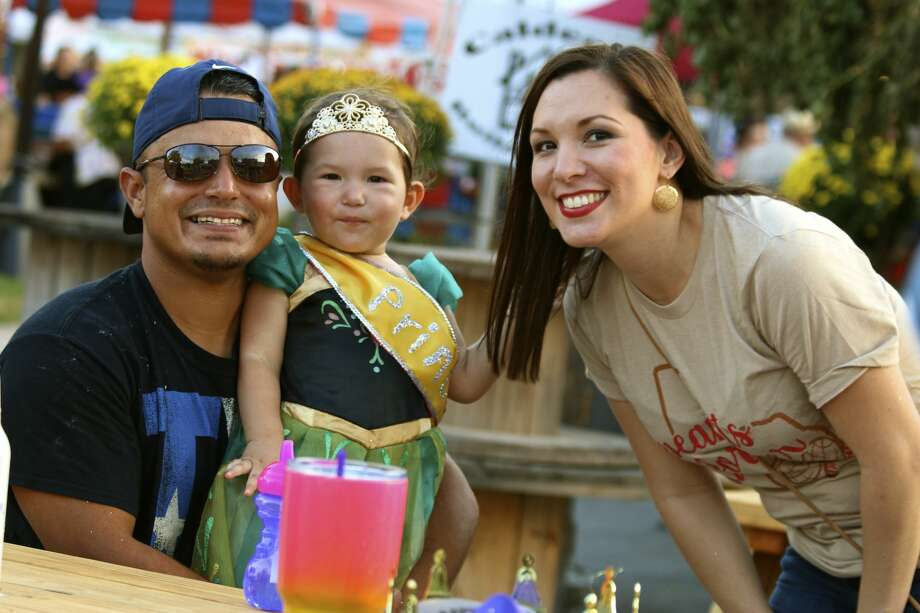 People celebrate peanutty fun Saturday, Oct. 8, 2016, at the Floresville Peanut Festival. Photo: By Yvonne Zamora, For MySA