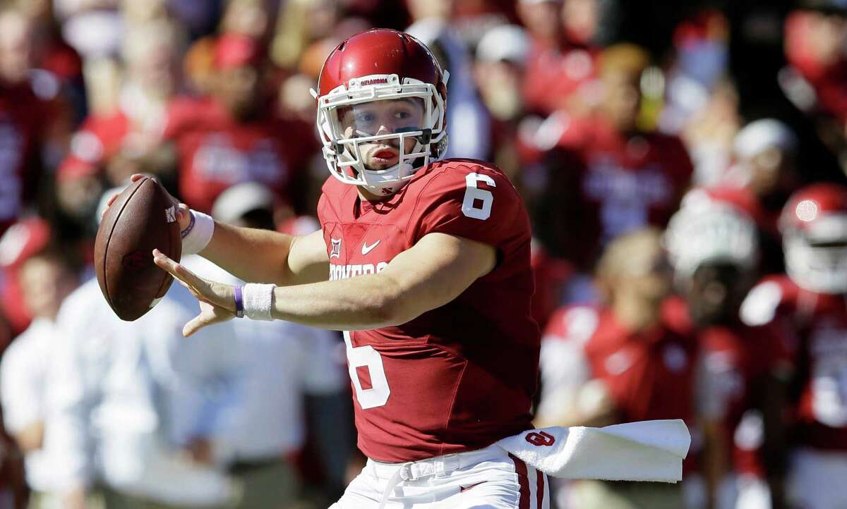 Oklahoma quarterback Baker Mayfield (6) passes during the first half of an NCAA college football game against Texas in Dallas Saturday, Oct. 8, 2016. (AP Photo/LM Otero)