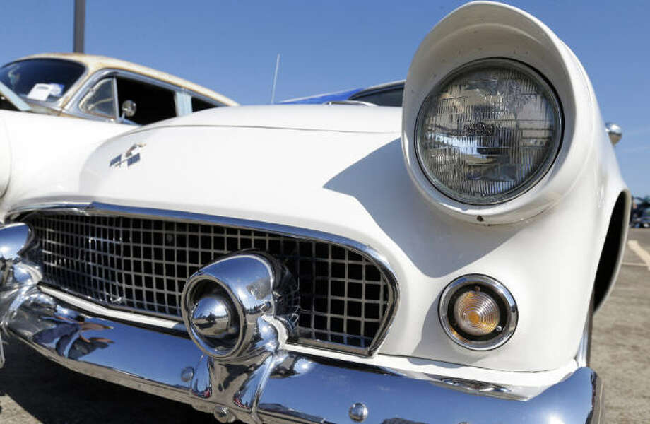 Good weather, old cars draw folks to Burnout - Houston Chronicle