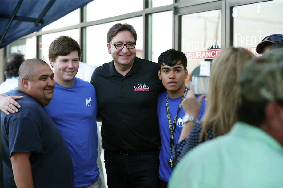 Democrat congressional candidate Pete Gallego meets with supporters at his Del Rio field office on October 4, 2016. Photo: TOM REEL, STAFF / SAN ANTONIO EXPRESS-NEWS / 2016 SAN ANTONIO EXPRESS-NEWS