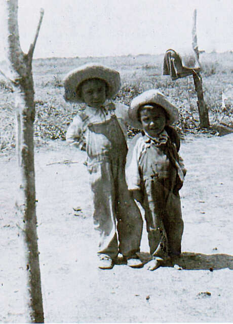 Bernardo Treviño, 6, and brother Frank, 5, pose circa 1930 near a field at a cotton farm where their parents were employed. Photo: Frank Treviño / Courtesy