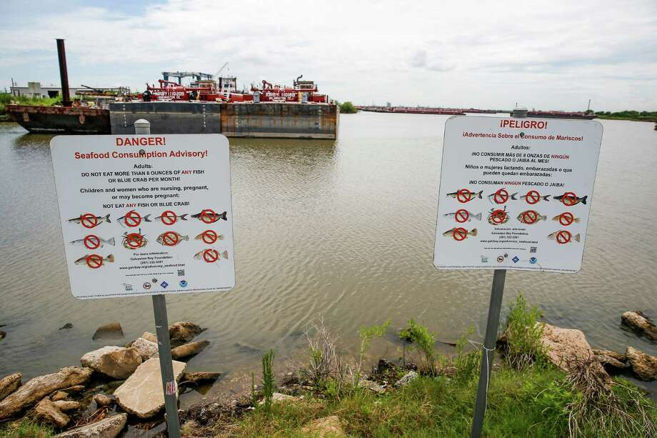 Signs south of the San Jacinto River Waste Pits U.S. EPA Superfund Site warns people not to consume fish from the area Friday, August 26, 2016 in Channelview. ( Michael Ciaglo / Houston Chronicle ) Photo: Michael Ciaglo, Staff / © 2016  Houston Chronicle