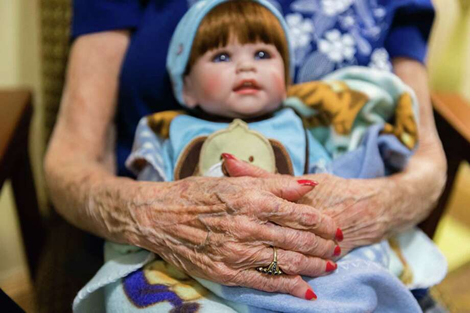 Vivian Guzofsky, 88, holds a doll at Sunrise Senior Living in Beverly Hills, Calif. Health care experts say doll therapy can ease anxiety in dementia patients and can spark conversation with patients who rarely speak. Photo: Heidi De Marco, HO / Kaiser Health News