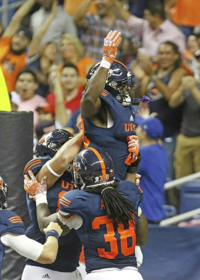UTSA Jarveon Williams celebrates his TD run against Southern Miss at the Alamodome on Oct, 8, 2016. Photo: Ron Cortes /For The Express-News