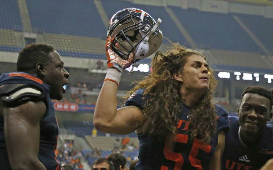UTSA's Josiah Tauaefa celebrates after an interception against Southern Miss. Photo: Ron Cortes /For The Express-News