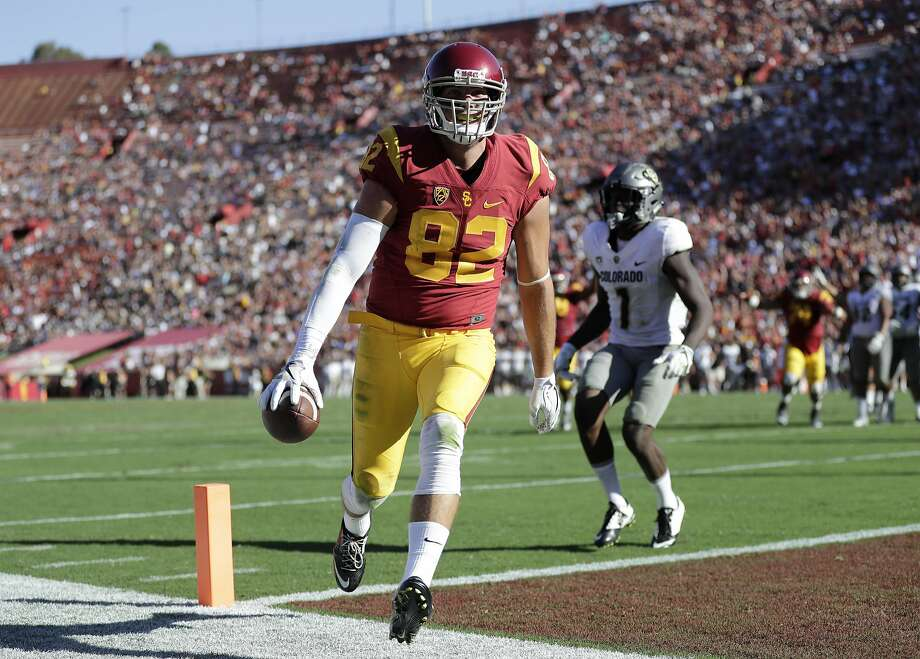 USC tight end Tyler Petite scores a touchdown during the second half against Colorado. Photo: Jae C. Hong, Associated Press
