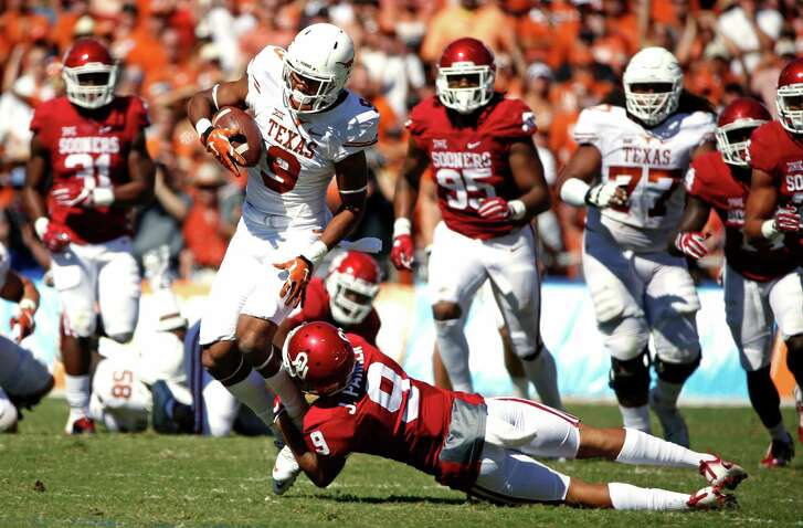 Texas wide receiver Collin Johnson (9) catches a pass for a first down as Oklahoma linebacker Tay Evans (9) makes the tackle during the first half in the Red River Showdown at the Cotton Bowl in Dallas on Saturday, Oct. 8, 2016. Oklahoma won, 45-40. (Ron Jenkins/Fort Worth Star-Telegram/TNS)