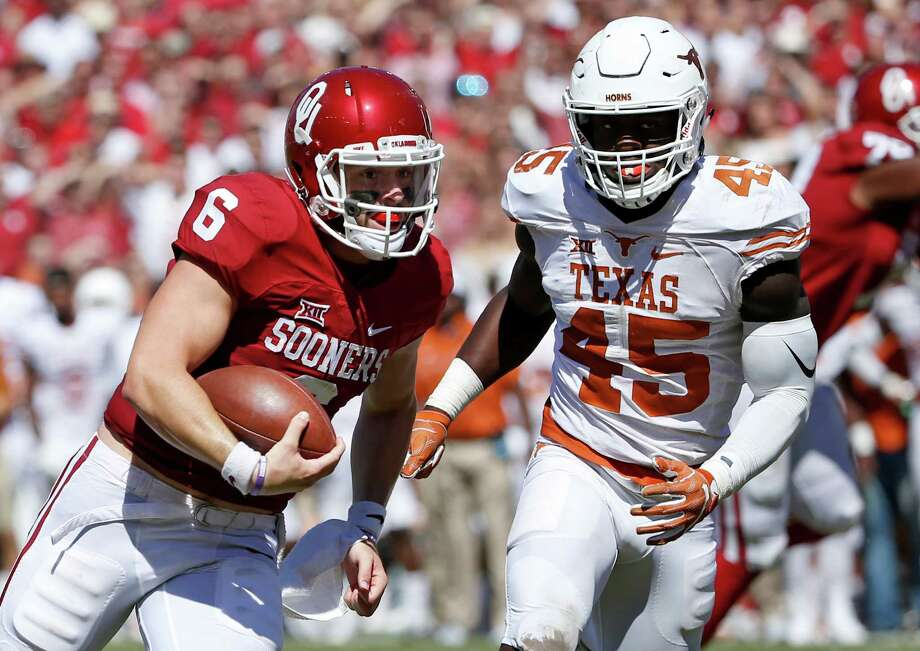 Oklahoma quarterback Baker Mayfield runs for a touchdown past Texas linebacker Anthony Wheeler during the second half at the Cotton Bowl in Dallas on Oct. 8, 2016. Photo: Ron Jenkins /Fort Worth Star-Telegram / Fort Worth Star-Telegram