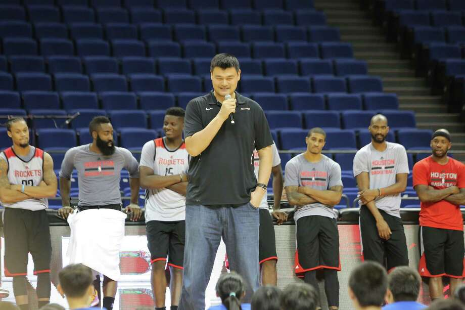 Retired Chinese basketball superstar Yao Ming, tallest, and players of Houston Rockets take part in a basketball camp event in Shanghai, China, 8 October 2016. Photo: Weng Lei, CTR / Imaginechina