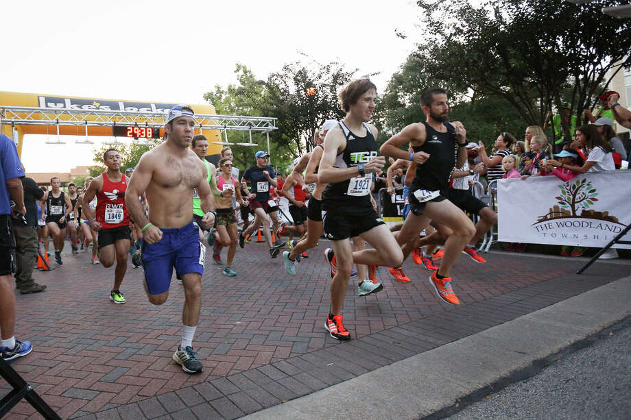Runners take off from the starting line during the Memorial Hermann 10 for Texas race on Saturday, Oct. 8, 2016, at Market Street in The Woodlands. Photo: Michael Minasi, Staff / © 2016 Houston Chronicle