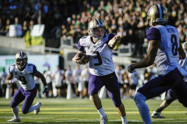 Washington quarterback Jake Browning (3), gives direction to a receiver against Oregon in an NCAA college football game Saturday, Oct. 8, 2016, in Eugene, Ore. (AP Photo/Thomas Boyd)