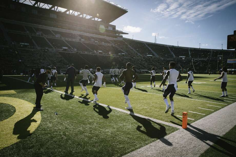 Washington warms up before playing Oregon in an NCAA college football game Saturday, Oct. 8, 2016, in Eugene, Ore.  (AP Photo/Thomas Boyd) Photo: Thomas Boyd/AP
