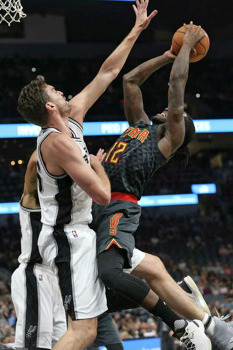 Spurs center Pau Gasol defends against the Hawks' Taurean Prince, a former Warren High School and Baylor star on Saturday. Photo: Tom Reel / San Antonio Express-News / 2016 SAN ANTONIO EXPRESS-NEWS