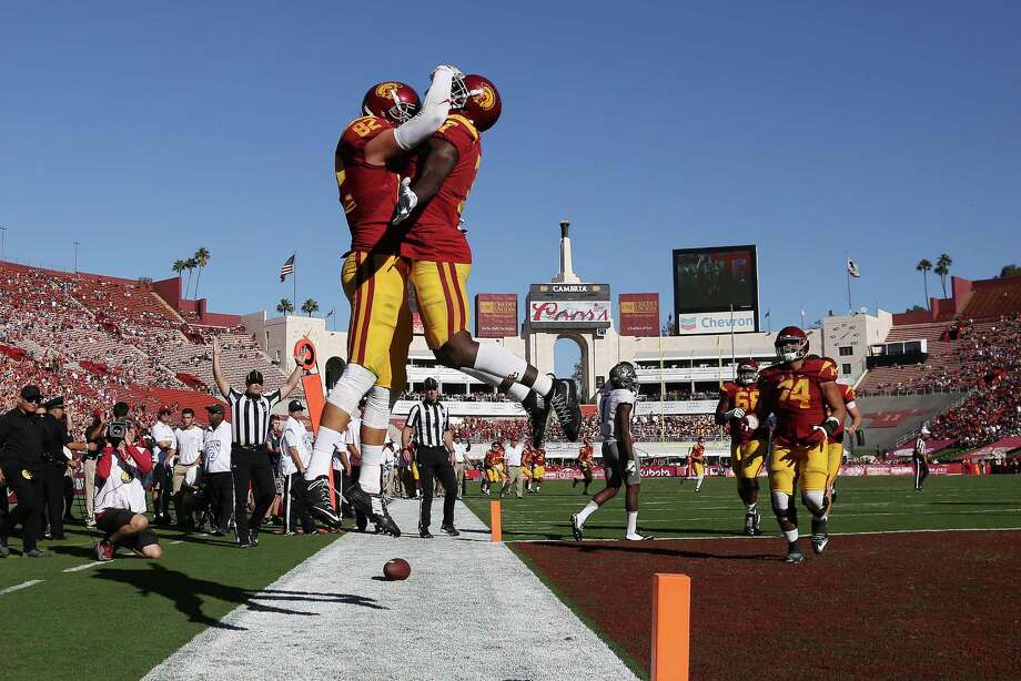 USC tight end Tyler Petite (82) is congratulated by wide receiver Darreus Rogers (1) after scoring the go-ahead touchdown against Colorado in the fourth quarter at the Los Angeles Coliseum on Saturday, Oct. 8, 2016, in Los Angeles. USC won, 21-17. (Gina Ferazzi/Los Angeles Times/TNS) Photo: Gina Ferazzi, MBR / Los Angeles Times