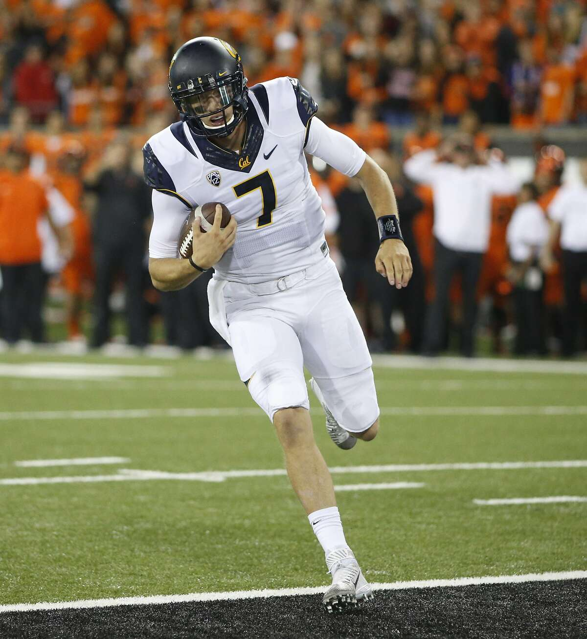 California quarterback Davis Webb runs untouched into the end zone for a touchdown during the second half of an NCAA college football game against Oregon State, in Corvallis, Ore., on Saturday, Oct. 8, 2016. (AP Photo/Timothy J. Gonzalez)