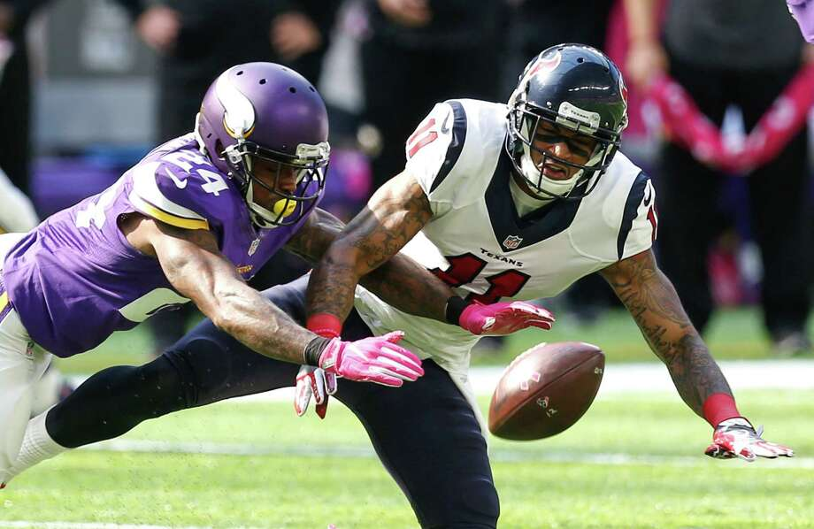 Minnesota Vikings cornerback Captain Munnerlyn (24) breaks up a pass intended for Houston Texans wide receiver Jaelen Strong (11) during the second quarter of an NFL football game at U.S. Bank Stadium on Sunday, Oct. 9, 2016, in {city. Photo: Brett Coomer, Houston Chronicle / © 2016 Houston Chronicle