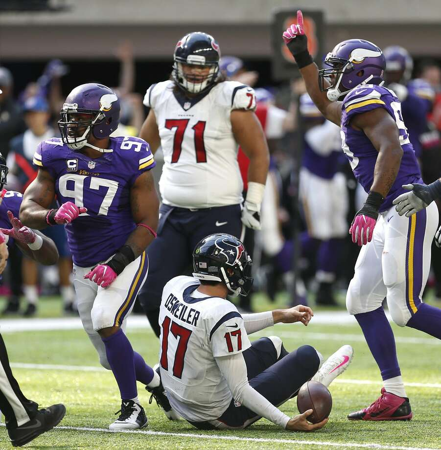 Vikings defensive ends Everson Griffen (97) and Danielle Hunter (right) celebrate after sacking Texans quarterback Brock Osweiler (17). Photo: Brett Coomer, Houston Chronicle