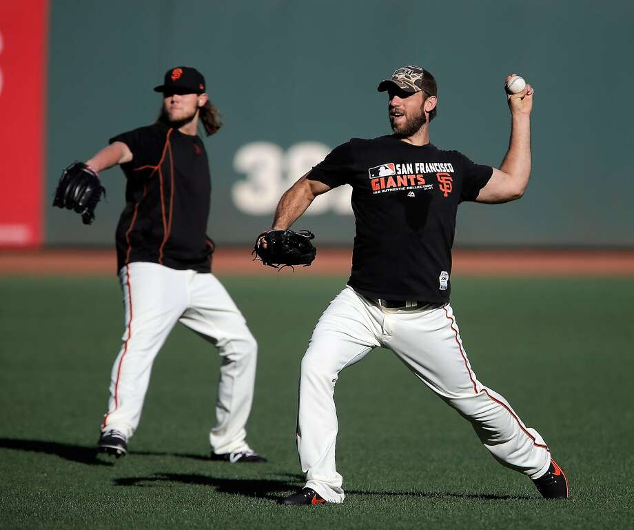 Madison Bumgarner (40) warms up with Steven Okert, rear, during an optional practice at AT&T Park in San Francisco, Calif., on Sunday, October 9, 2016.  The Giants take the field tomorrow in game 3 of the NLDS against the Chicago Cubs. Photo: Carlos Avila Gonzalez, The Chronicle