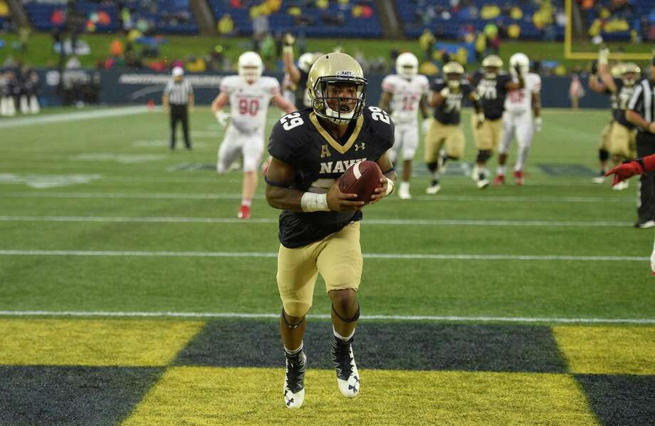 Navy running back Darryl Bonner (29) scores a touchdown during the second half of an NCAA football game against Houston, Saturday, Oct. 8, 2016, in Annapolis, Md. Navy won 46-40. (AP Photo/Nick Wass) Photo: Nick Wass, FRE / FR67404 AP