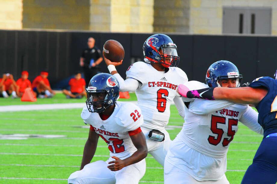 Cy Springs quarterback Xayvion West. Photo: Tony Gaines