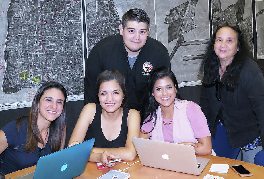 Leslie Aboumrad, Karen Gaytan, Horacio Lopez IV, Krissy Gutierrez and Viviana Frank at the Viva Laredo's public design workshop at the Joe A. Guerra Laredo Public Library.Aqui hay personas Photo: Foto Por Cuate Santos | Laredo Morning Times
