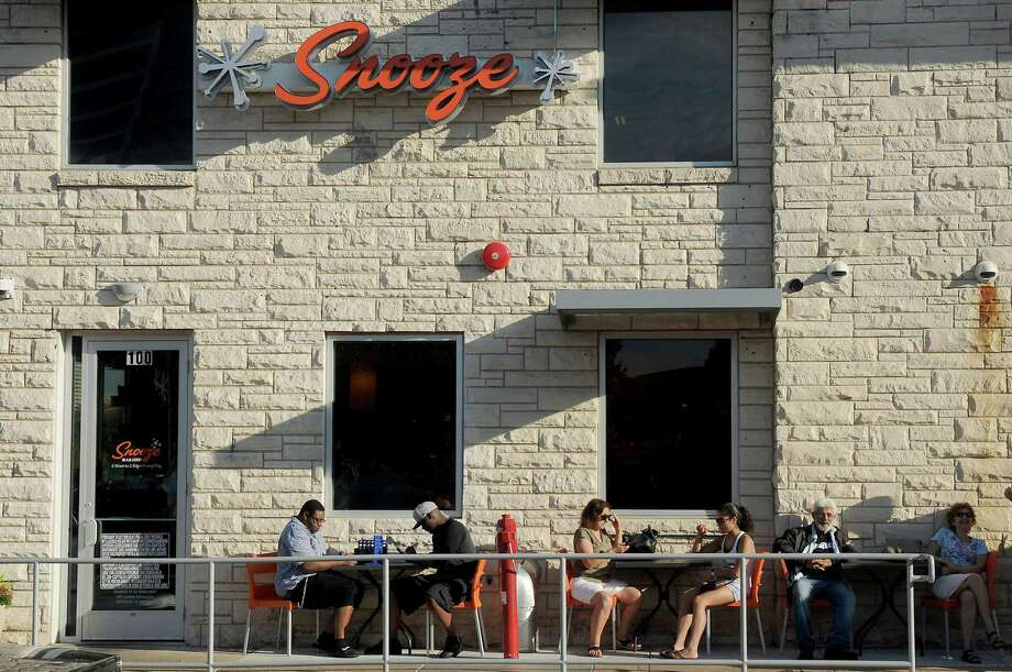 Elegant Guest Dine On The Patio At Snooze On Montrose Friday Oct. 07, 2016.