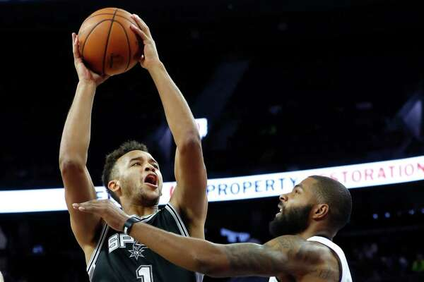 Spurs forward Kyle Anderson drives on Detroit Pistons forward Marcus Morris in the first half of a preseason game in Auburn Hills, Mich., on Oct. 10, 2016.