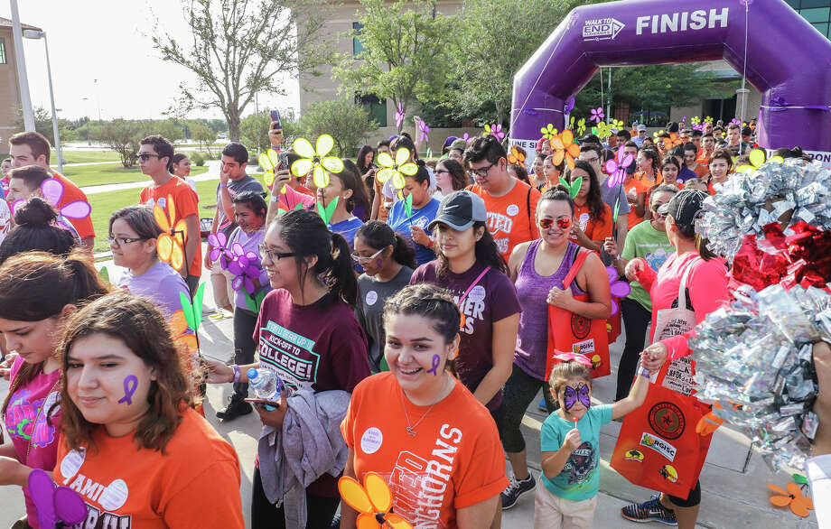 Laredoans participate in the 2016 Walk to End Alzheimer's Saturday morning at Texas A& International University. Photo: Victor Strife/Laredo Morning Times