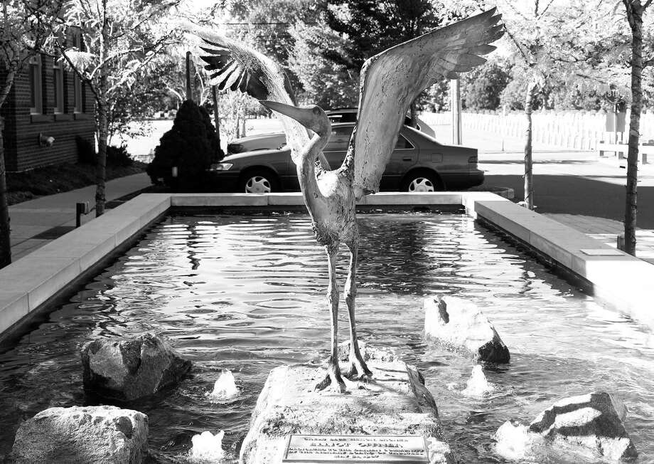 Great Blue Heron Bronze by Elliot Offner, dedicated to the Darien Community by the Library Board of Trustees, May 31, 1987. Found in front of the Darien Library Photo: / Erin Kayata