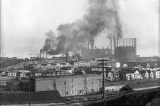 Irish Hill 1910s, Union Iron Works, gas tank. Courtesy of OpenSFHistory.org.